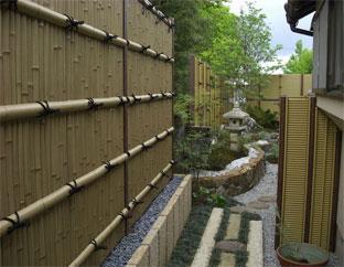 プライベートを確保したい場所に趣ゴマ竹の建仁寺垣